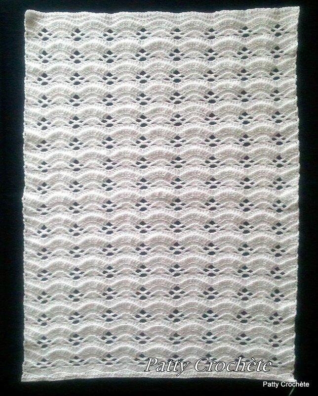 Couverture bébé La petite grise en blanc avant bordure (4)