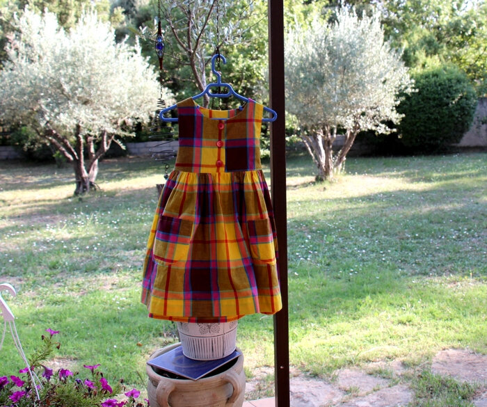 18-08-30-- Robe chasuble Madras --6 ans