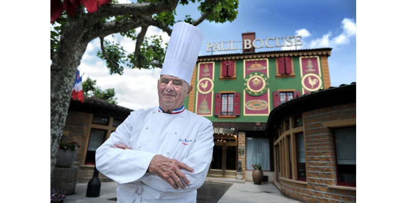 paul-bocuse-devant-son-l-auberge-photo-progres-joel-philippon-1579286240