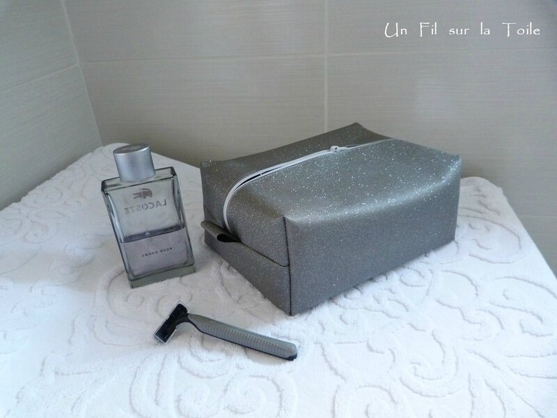 trousse toilette paillettes