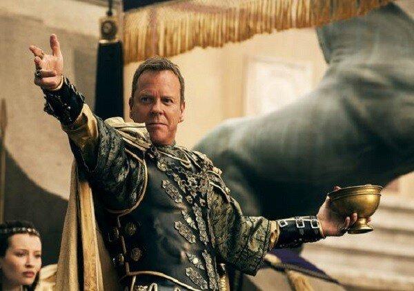 Kiefer Sutherland dans le rôle du Sénateur romain épris de Cassia