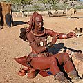 6-Himba-démonstration de coloration du corp