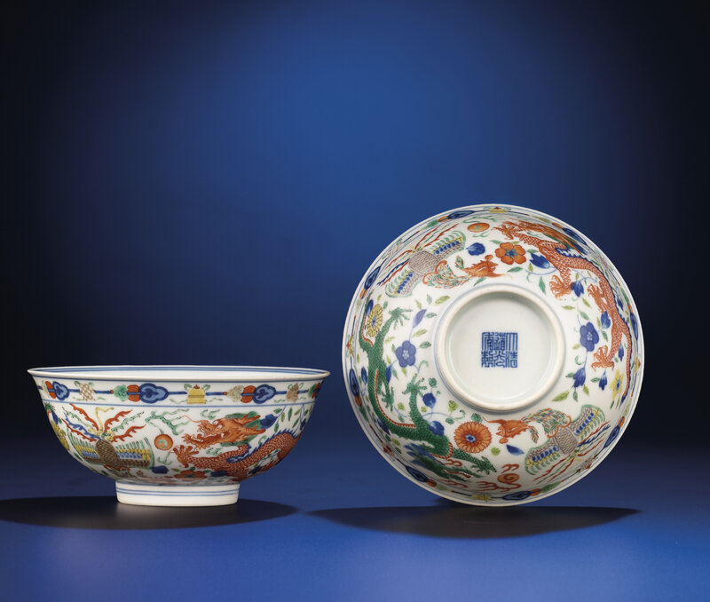 A fine pair of wucai 'Dragon and Phoenix' bowls, Daoguang six-character seal marks and of the period (1821-1850)