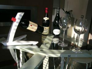 mobilier pour cave à vins, meubles de cave à vins, aménagements de caves à vins, rangement pour bouteilles, support bouteille, porte bouteilles design, porte bouteilles mural, table de créateur, table pour