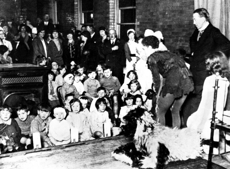 Nursery-Scene-during-the-1929-Peter-Pan-performance-at-the-Hospital-Eileen-and-J-M-Barrie-circled-1024x755