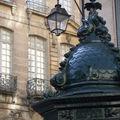 Eclairage public et kiosque à presse à Paris