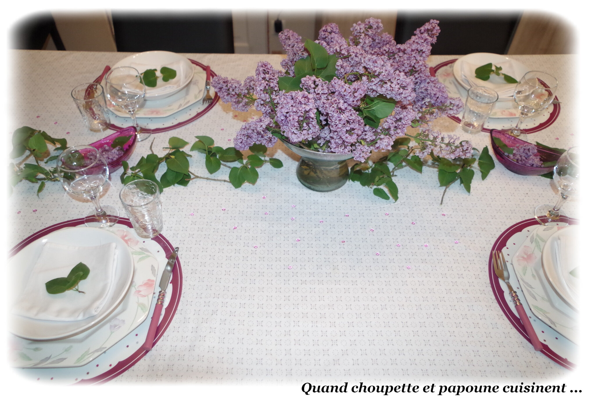 MA TABLE MAUVE-LILAS