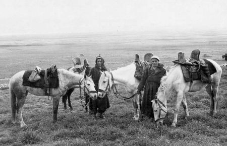 12_RCA_CAUBERE_Harkis_avec_chevaux