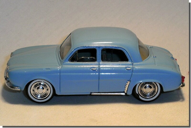 Renault Dauphine Bleue Solido A 3