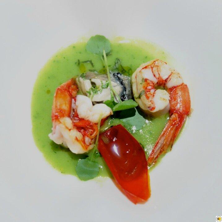 Soupe de cresson, crevettes rouges grillées de Mazara, huitres Fine de Claire, coriandre fraîche (1)