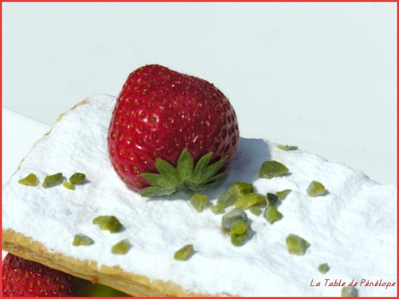 Mille_feuilles_fraise_rhubarbe_pistache_3__1280x768_