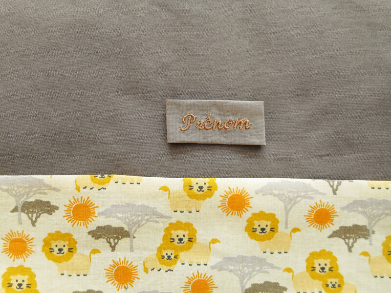 Sac chaussons taupe lion broderie