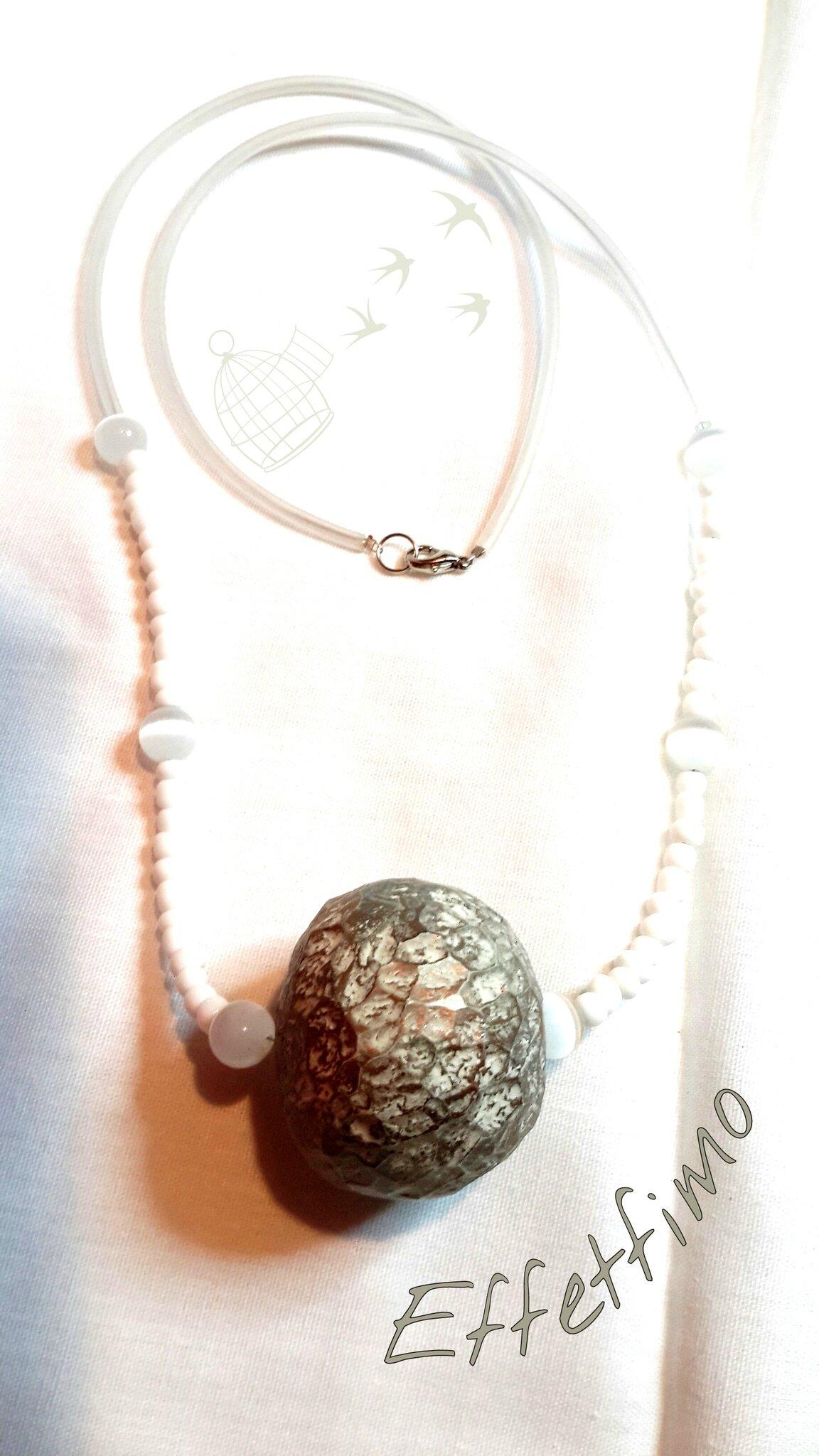 collier perle creuse scuptée