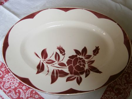 Plat ovale Corsica Digoin rouge 35,5 x 26