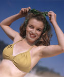1945_beach_sitting_bikini_yellow_mmad075