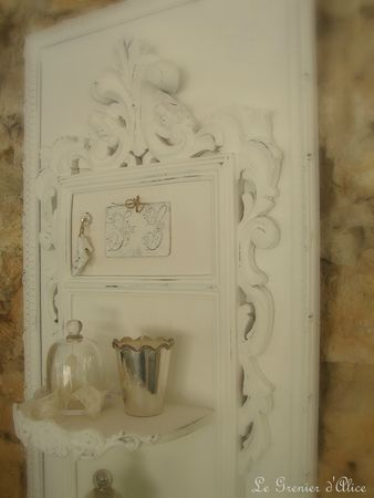 Cadre étagère ornement moulure soulier monogramme decoration de charme shabby chic decoration romantique patine blanche le grenier dalice 3