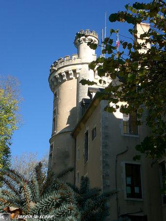 Donjon_du_Chateau_de_Saint_Florent