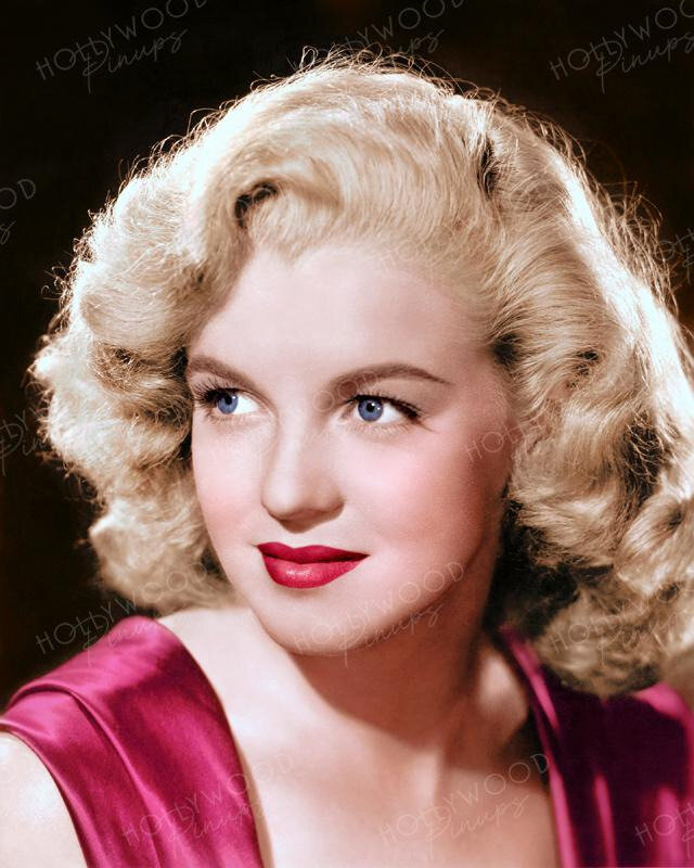 Marilyn_Monroe_Young_Starlet_1947_color_1800x1800