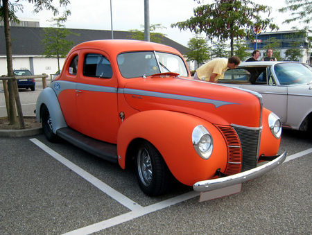 Ford_de_luxe_coupe_de_1940__Rencard_du_Burger_King__01