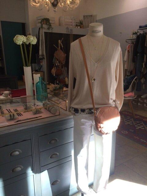 Pull Fine, jean Was, ceinture Faune, collier AA Boutique Avant Après 29 rue Foch 34000 Montpellier collection été 2017 (2)