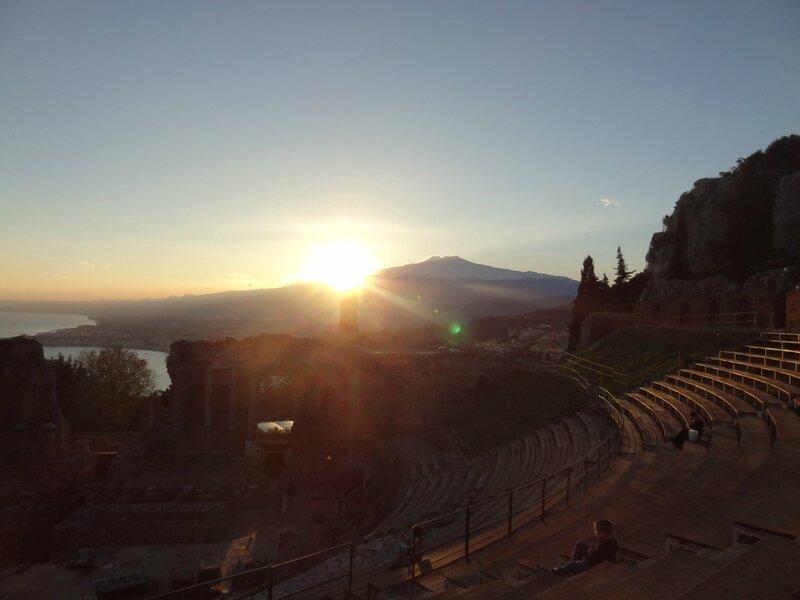 23 décembre... coucher de soleil dans le théâtre grec de Taormina