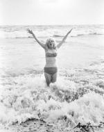 1962-07-13-santa_monica-swimsuit-by_barris-030-1