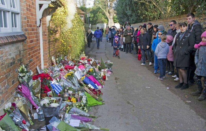 Hommages-et-fleurs-a-la-maison-de-George-Michael_width1024