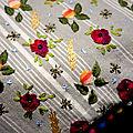Petit sac cabas floral, brodé main sur un gros coton