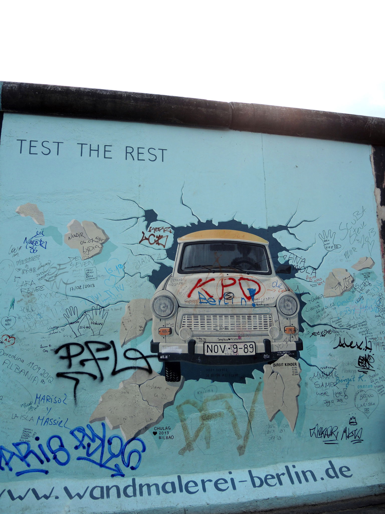 BERLIN, East Side Gallery, Test the rest (Allemagne)
