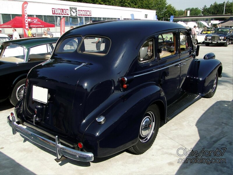 oldsmobile-six-4door-touring-sedan-1938-02