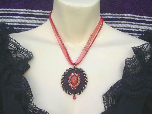 Medaillon rouge/cuivre/noir (v2)