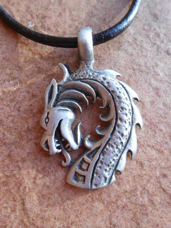 collier-collier-dragon-d-etain-sur-cordon-c-11740459-dscn0695-00864-faa64_big