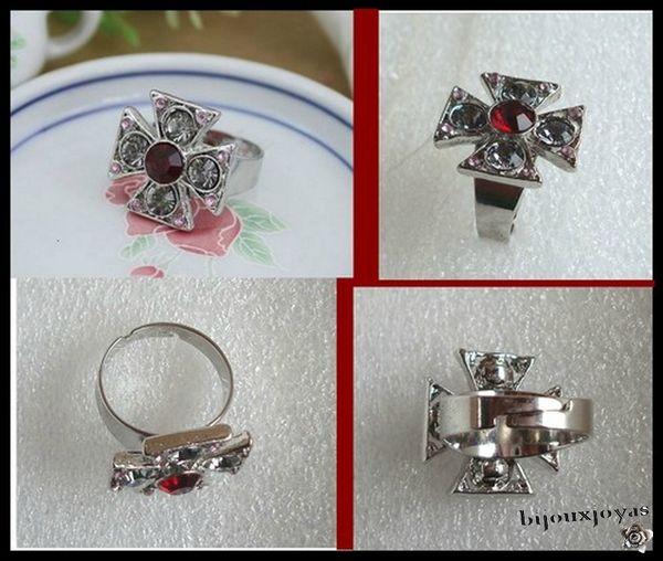 Bague Croix Des Templiers Strass Crystal, Rouge et Rose Métal Argenté Ajustable par serrage
