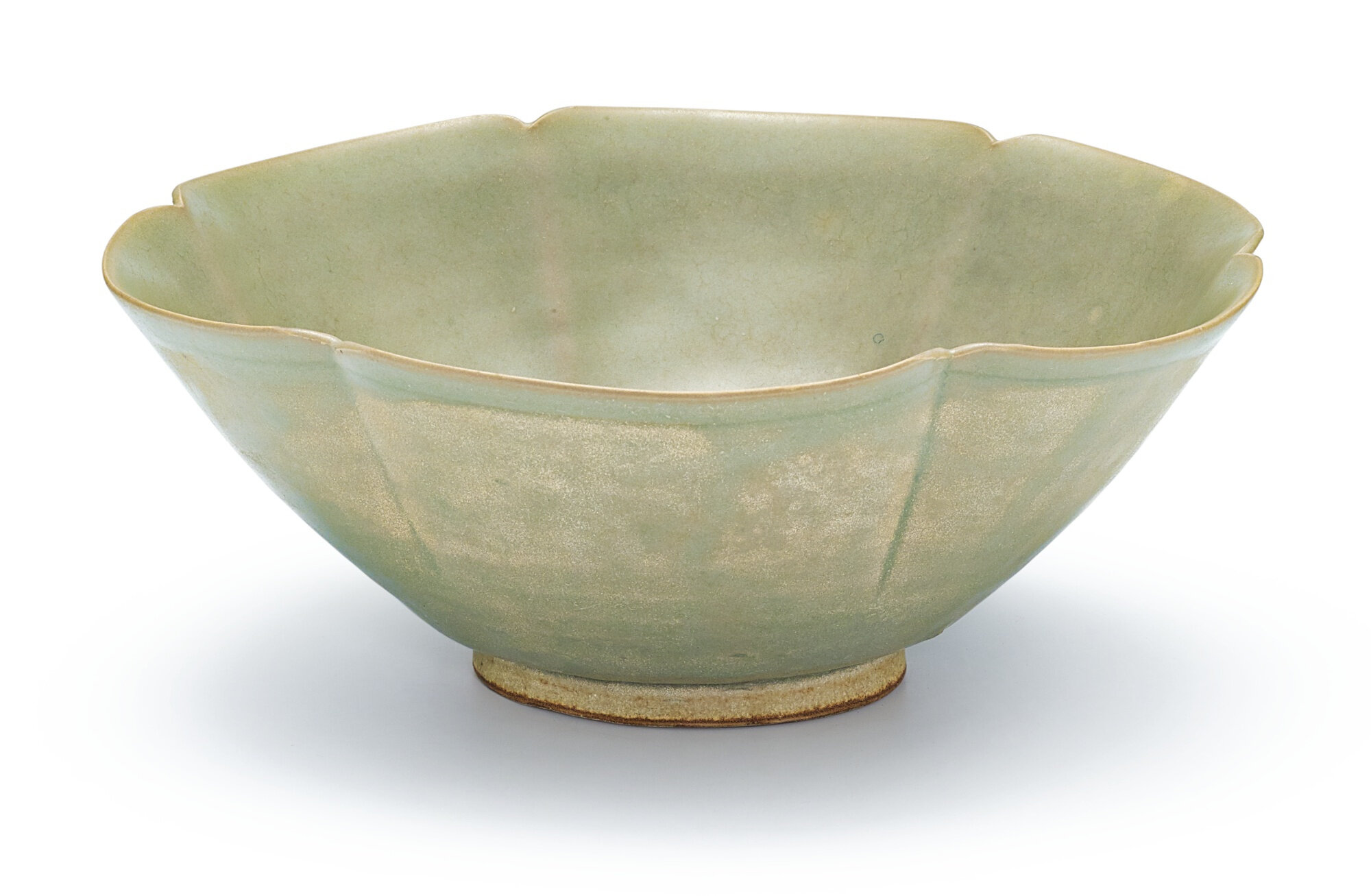 A Yue celadon lobed bowl, Five dynasties (907-960)