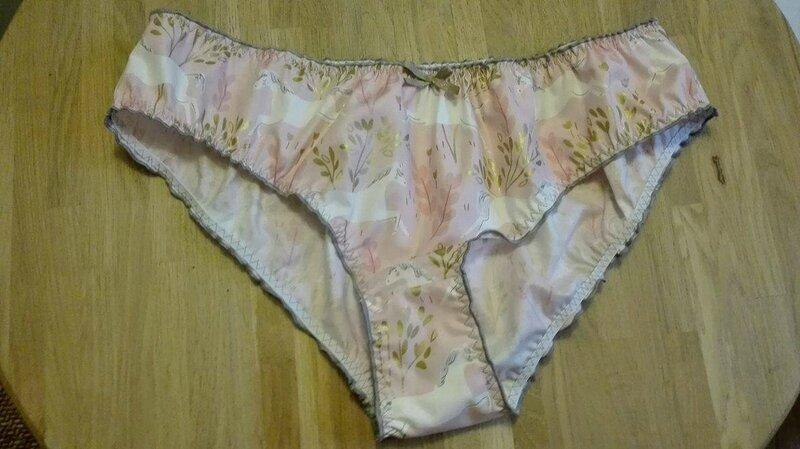 Culotte CHARLOTTE en coton rose imprimé licornes - noeud or - taille L (1)