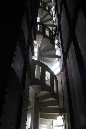 1_Usine_C_r_ales_escalier__4545