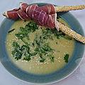 Soupe froide de pois chiches façon houmous, gressins et jambon sec