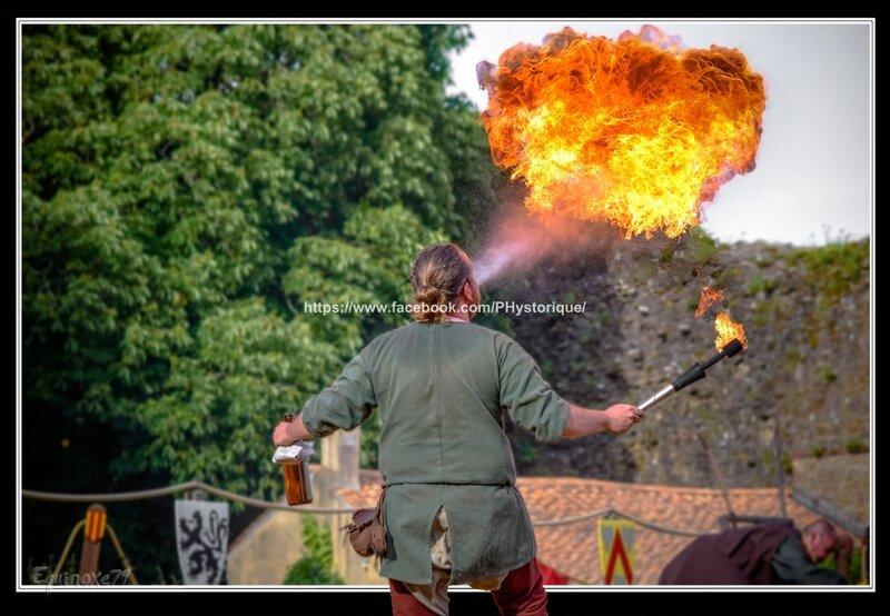 cracheur de feu cie capalle fête médiévale du Château de Talmont en Vendée (4)