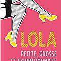 Lola, petite, grosse et exhibitionniste