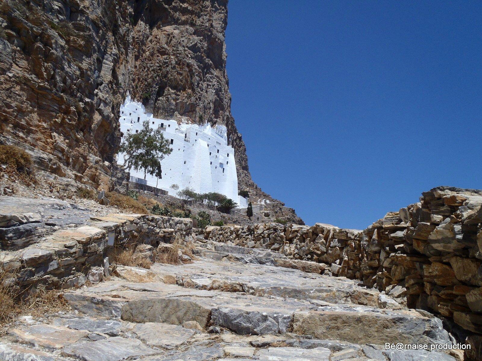 Monastère accroché à la falaise (Amorgos, août 2012)