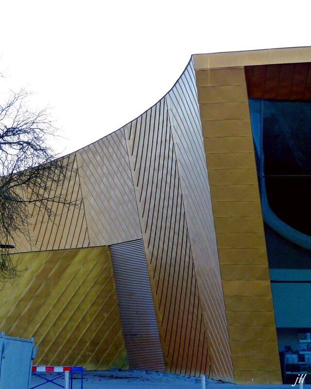 P1180863 La banane jaune galerie d'art et centre de conférence