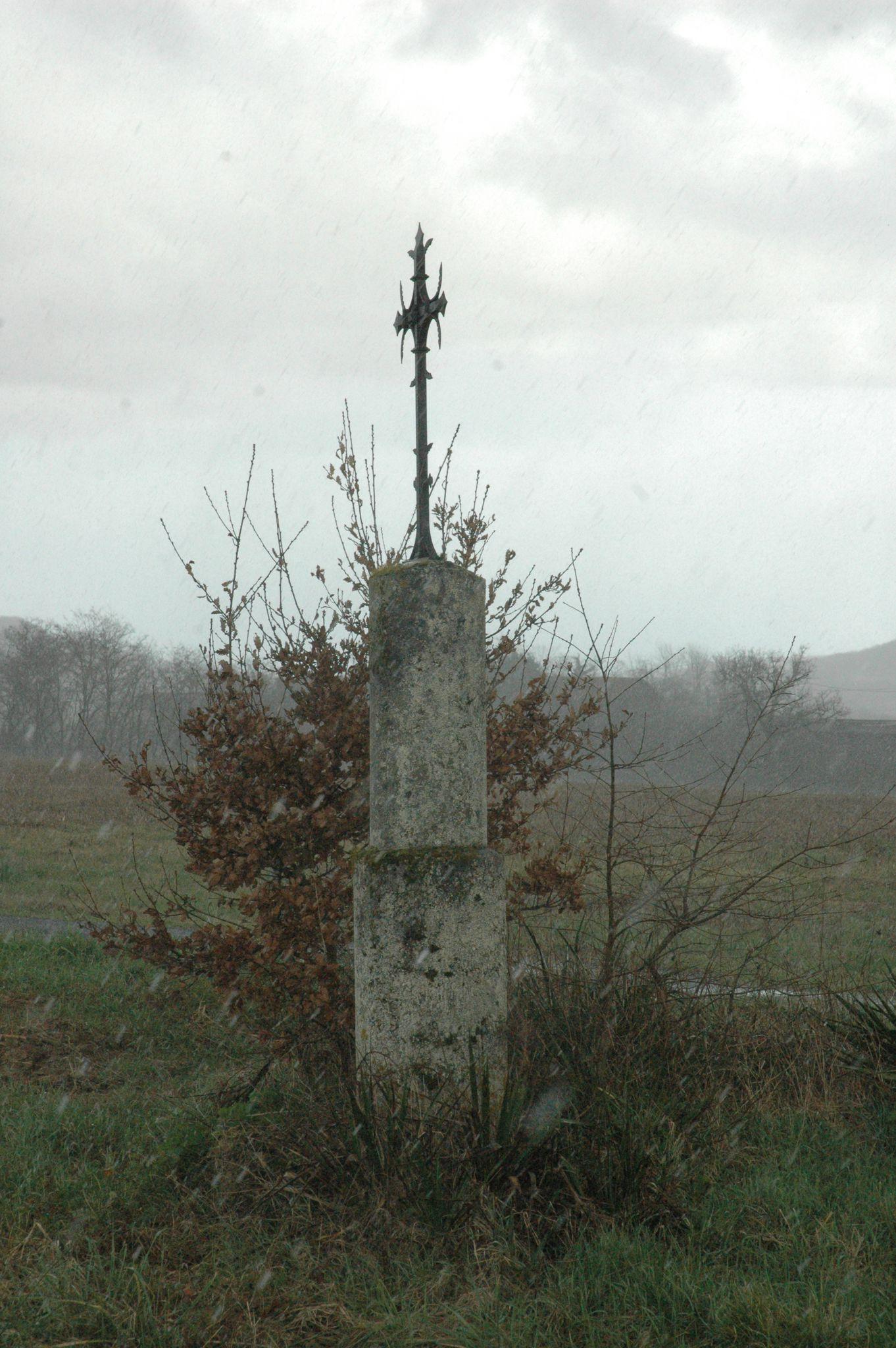 Croix route de Saint Vite