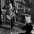 L'année 1953 marque les débuts de brassens comme ici dans un cabaret parisien sur les champs elysées . ( 1921 -1981 )