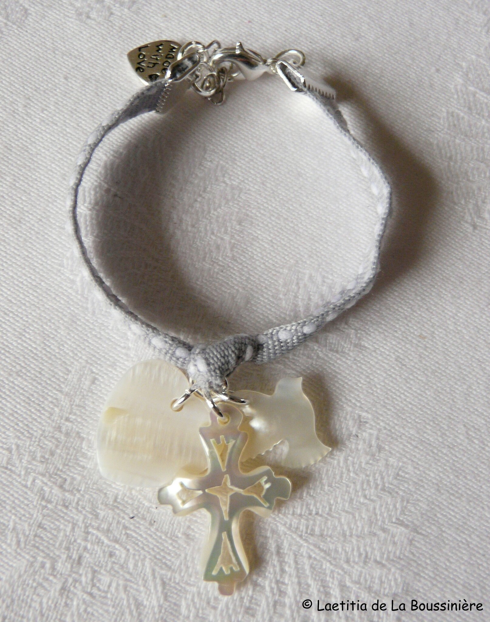 Bracelet Sainte Trinité (sur ruban) - 30 € en simple tour ; 33 € en double tour