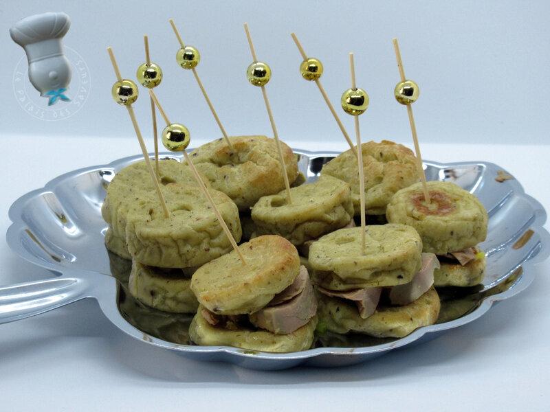 Macarons de quenelles au foie gras