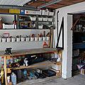 Un établi dans un garage