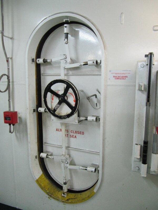 Visite Cma Cgm Christophe Colomb à Port 2000 le 13 février 2011 (43)