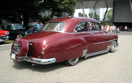 Chevrolet_deLuxe_styleline_2door_sedan_de_1951_avec_continental_kit_02