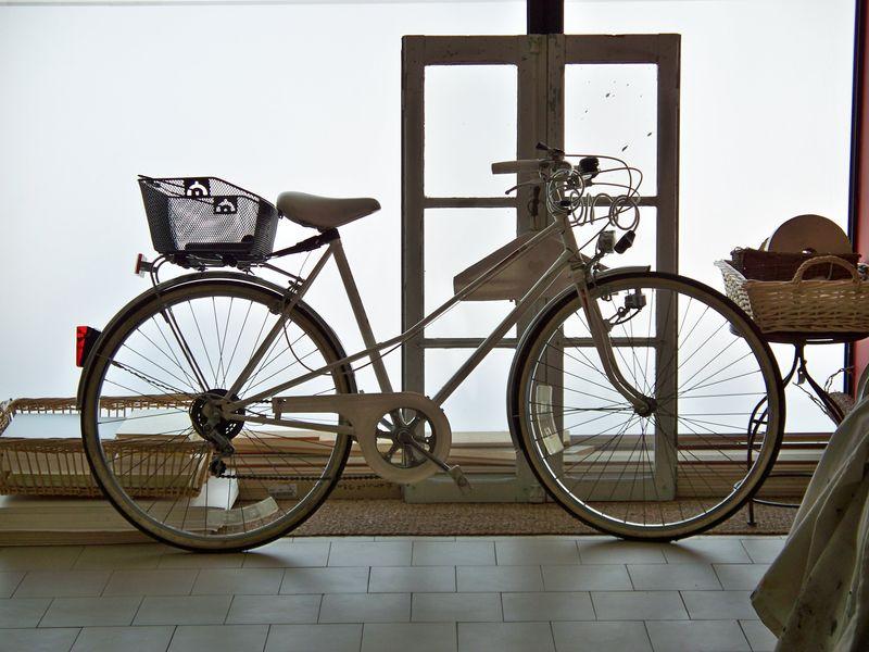 ...à bicyclette...