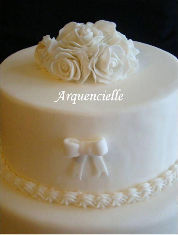 Piece Montee Detail Wedding Cake Salon Tours Blanc Simple Et Chic